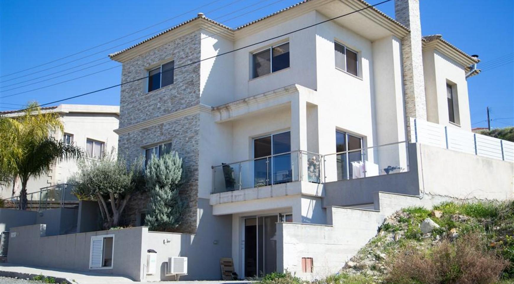 Просторный 4-Спальный Дом в Районе Агиос Атанасиос - 1
