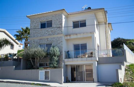 Просторный 4-Спальный Дом в Районе Агиос Атанасиос
