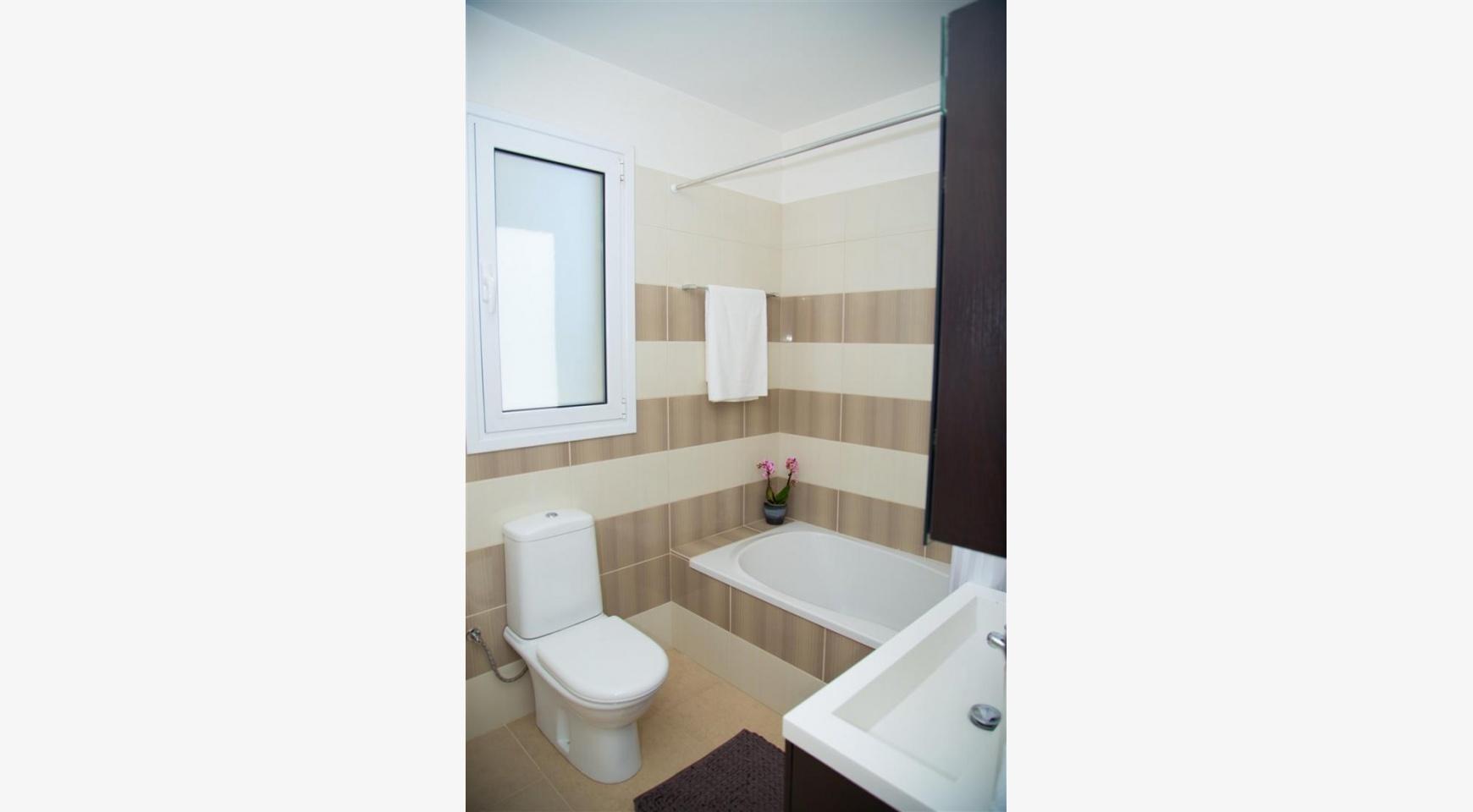 Современная  2-Спальная Квартира Christina 303 в Районе Потамос Гермасойя - 15