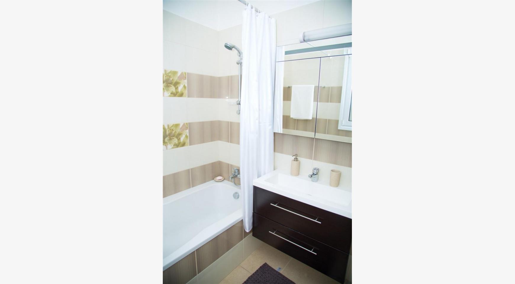 Современная  2-Спальная Квартира Christina 303 в Районе Потамос Гермасойя - 14