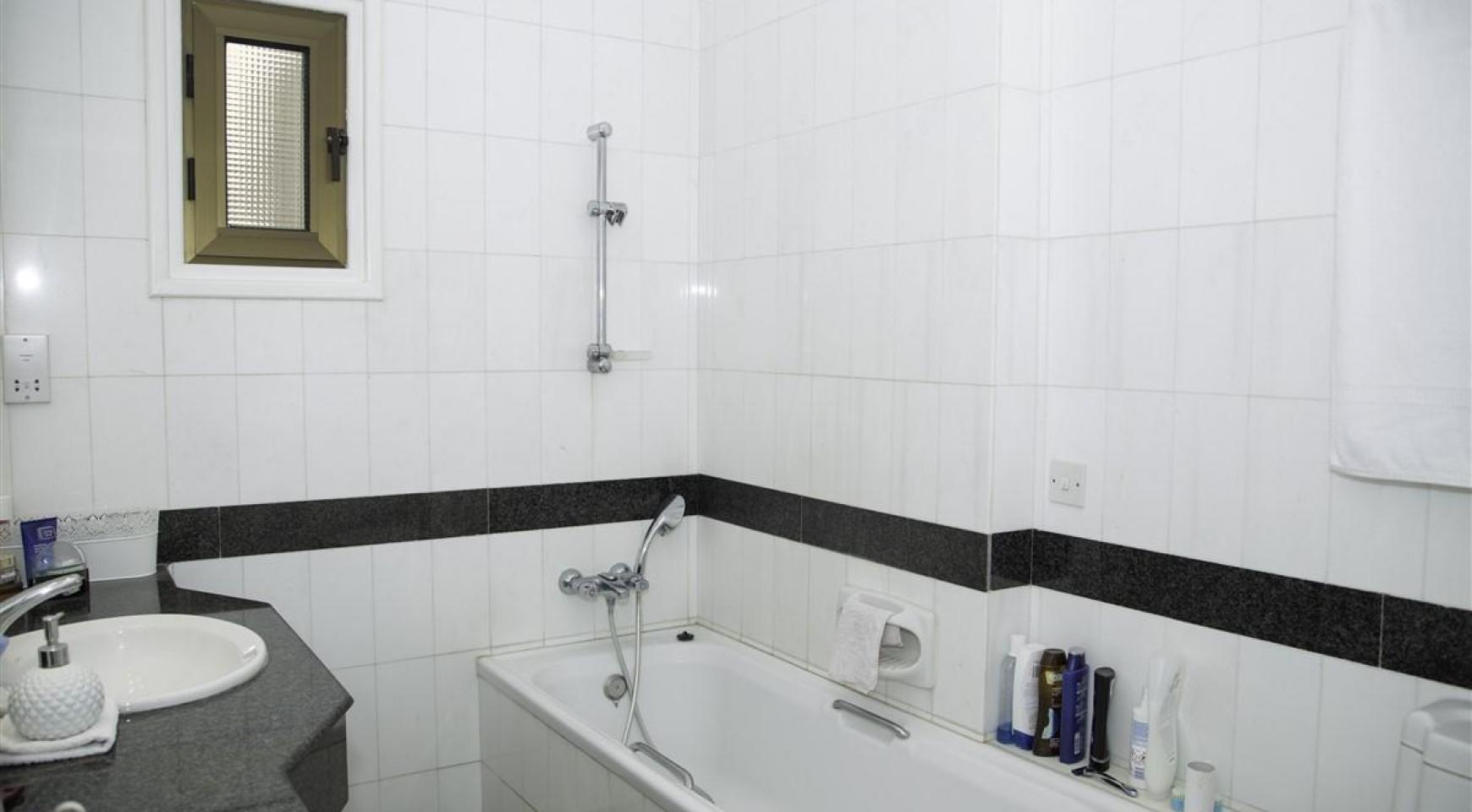 Просторная 3-Спальная Квартира на Берегу Моря - 17