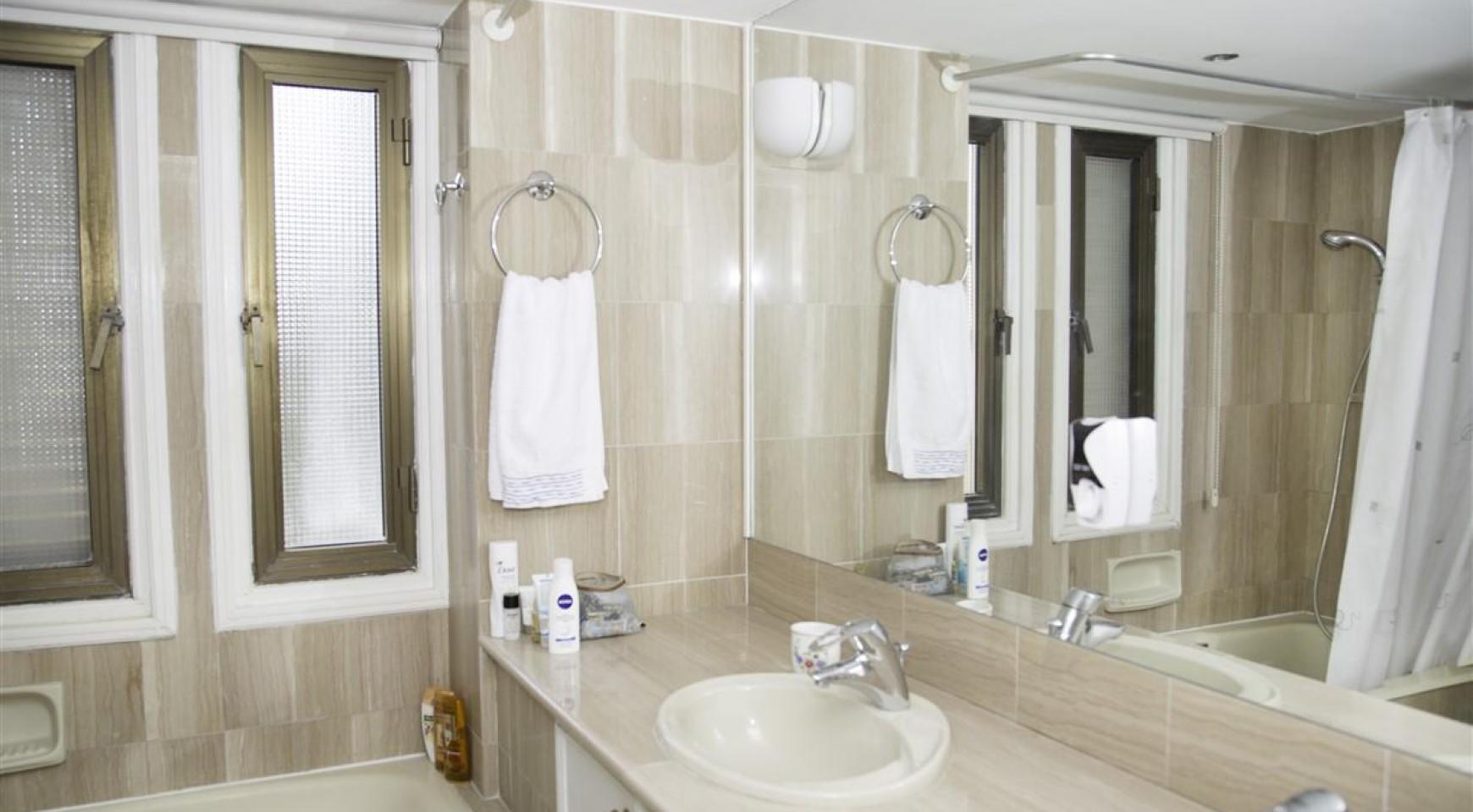 Просторная 2-Спальная Квартира на Берегу Моря  - 16