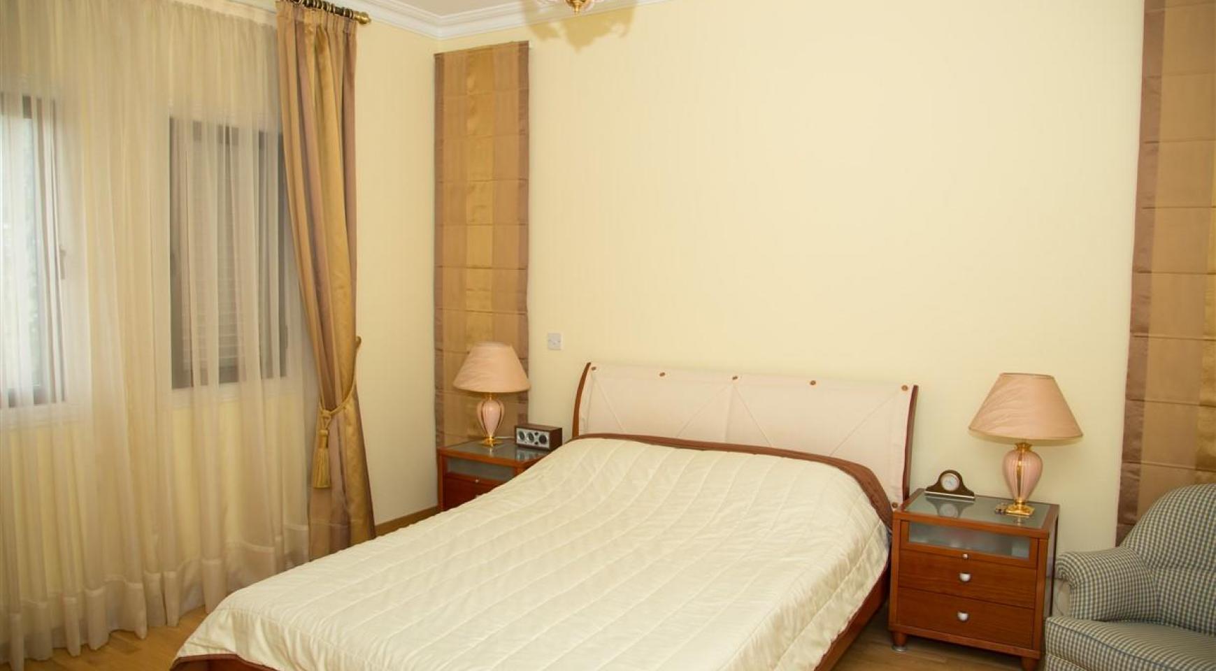 Просторная 2-Спальная Квартира на Берегу Моря  - 14