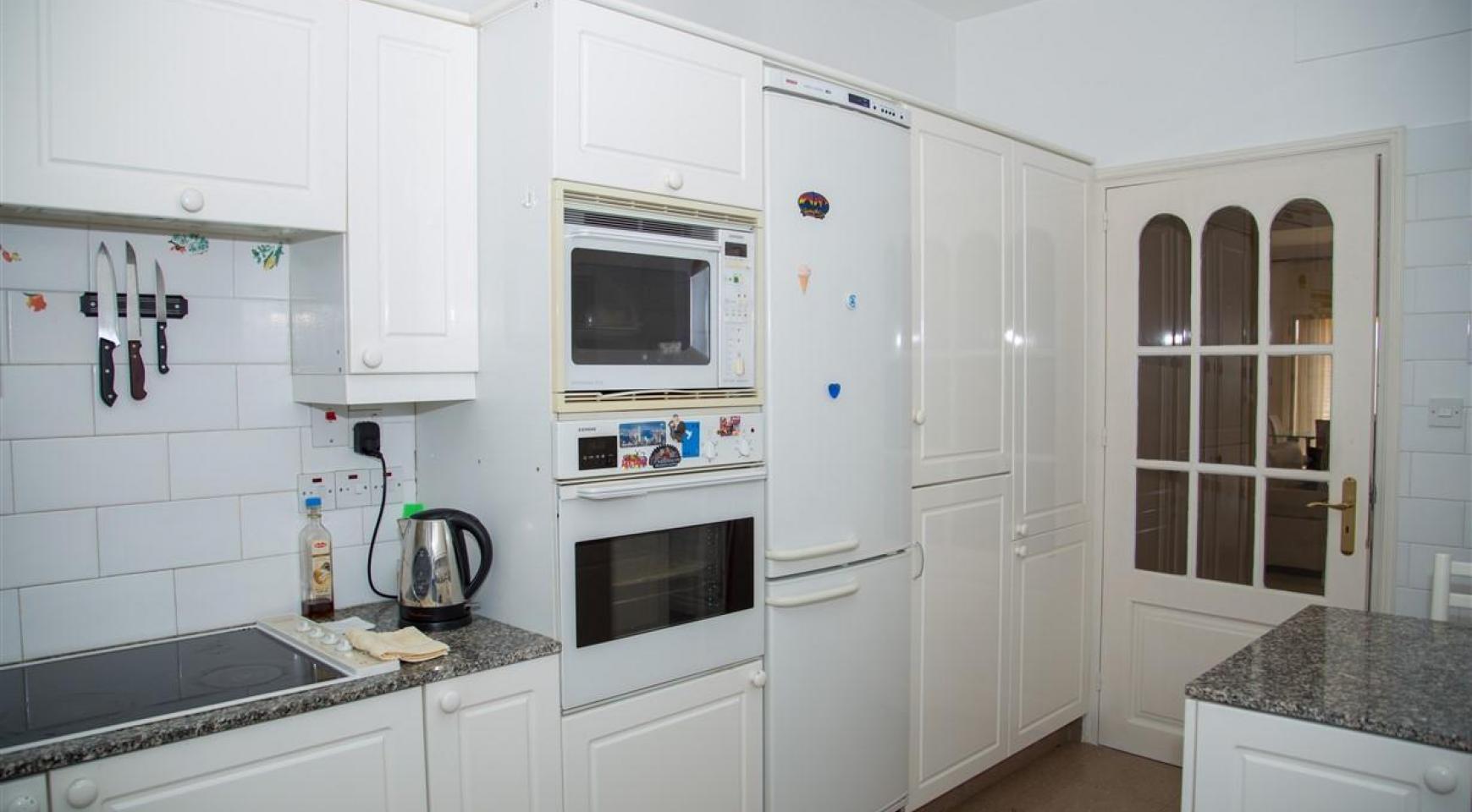 Просторная 2-Спальная Квартира на Берегу Моря  - 9