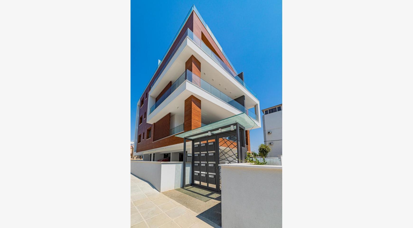 Malibu Residence. Современная Односпальная Квартира 101 в Районе Ротамос Гермасойя - 9