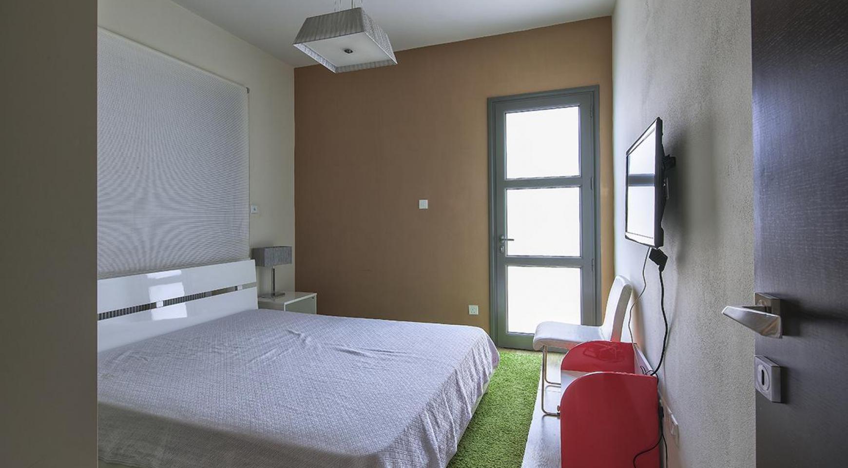 Элитная 4-Спальная Вилла возле Моря - 13