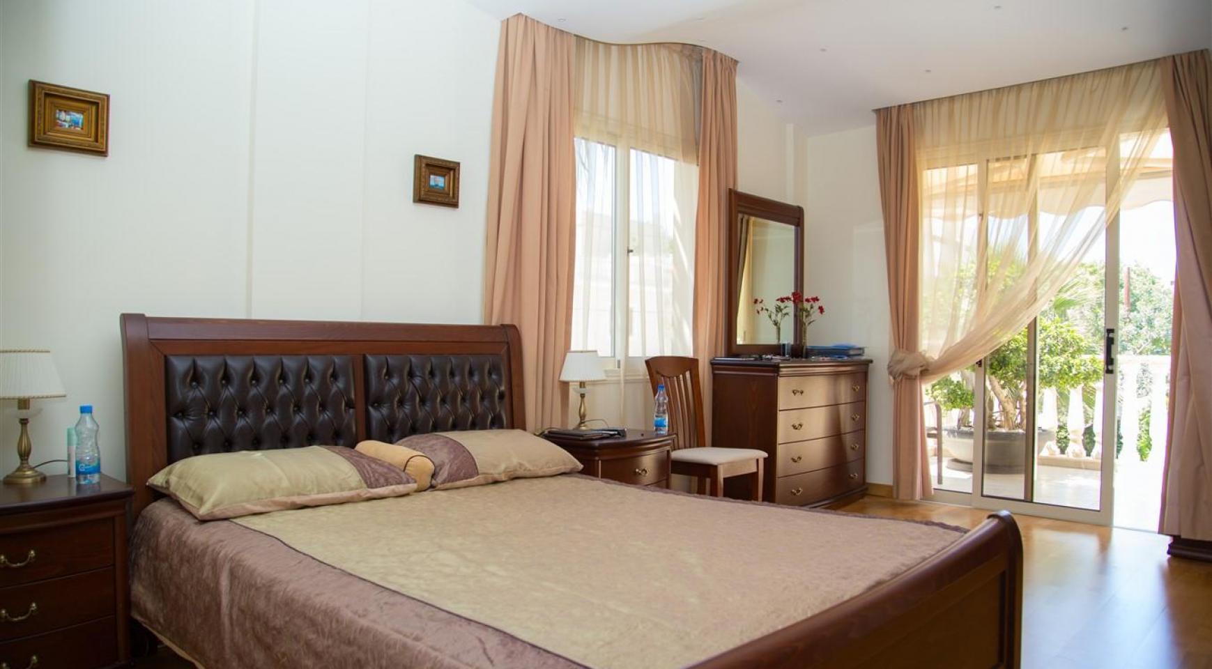 Элитная 4-Спальная Вилла возле Моря - 27