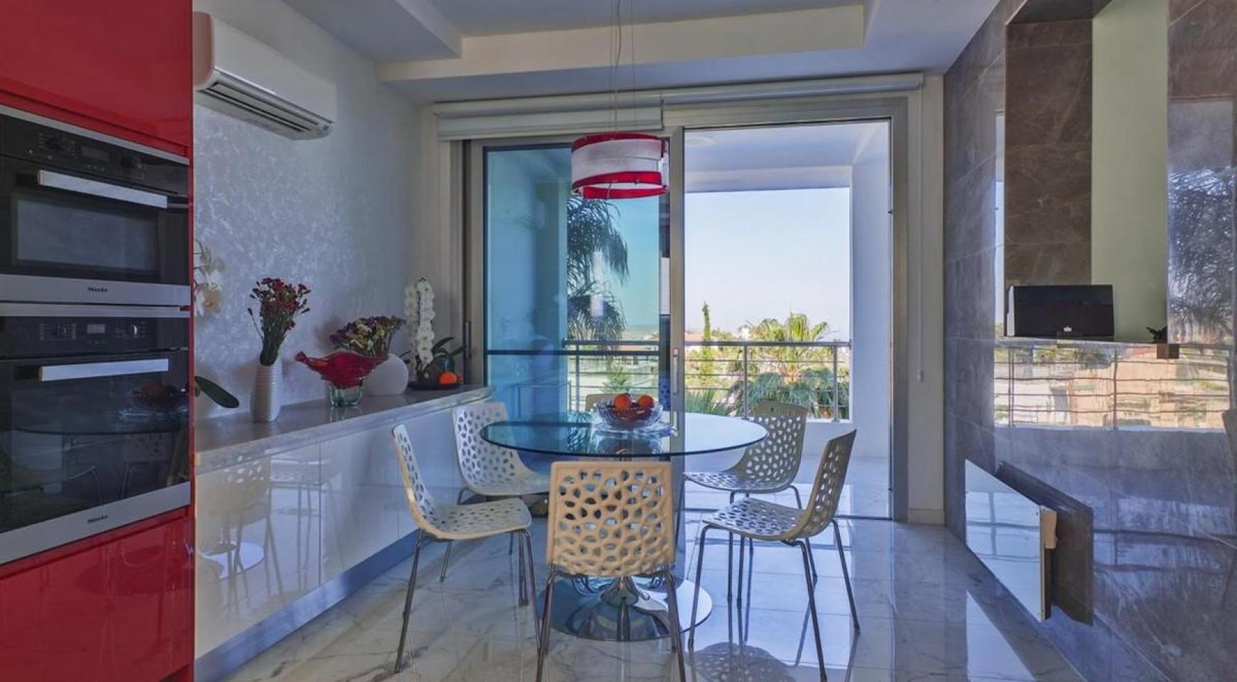 Элитная 5-Спальная Вилла с Изумительными Видами на Море и Горы в Районе Agios Tychonas - 10