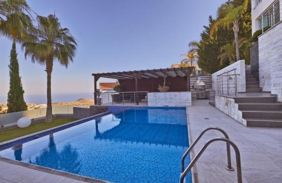 Элитная 5-Спальная Вилла с Изумительными Видами на Море и Горы в Районе Agios Tychonas