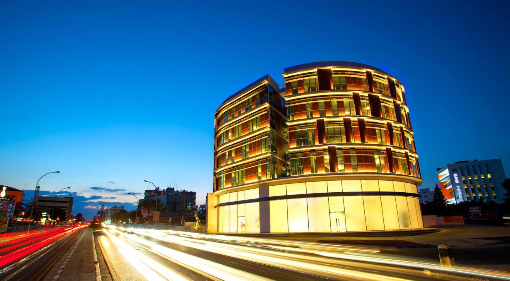 Новый Выставочный Зал в Центре Города - 3