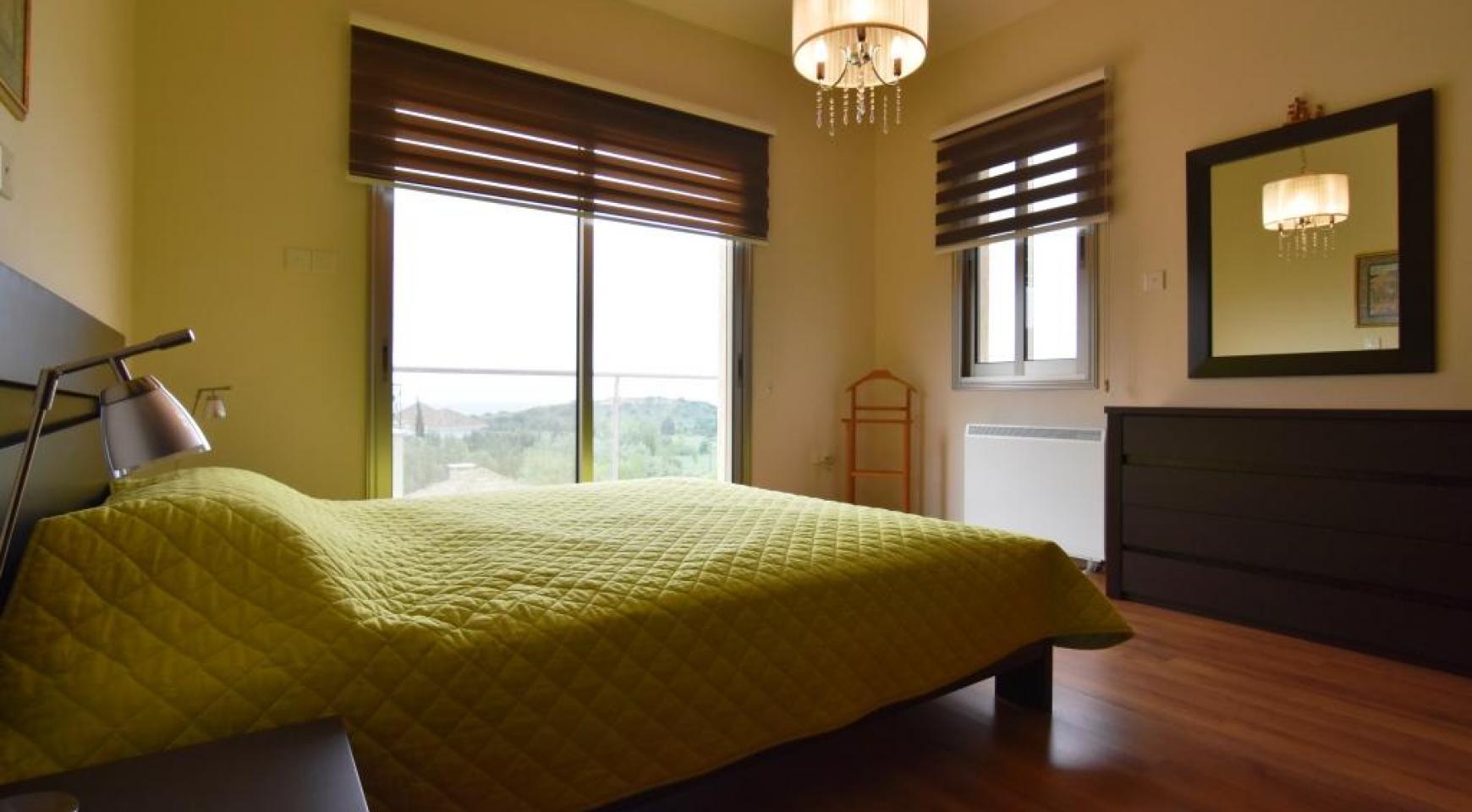 Роскошная 4-Спальная Вилла с Великолепными Видами на Горы и Море - 16