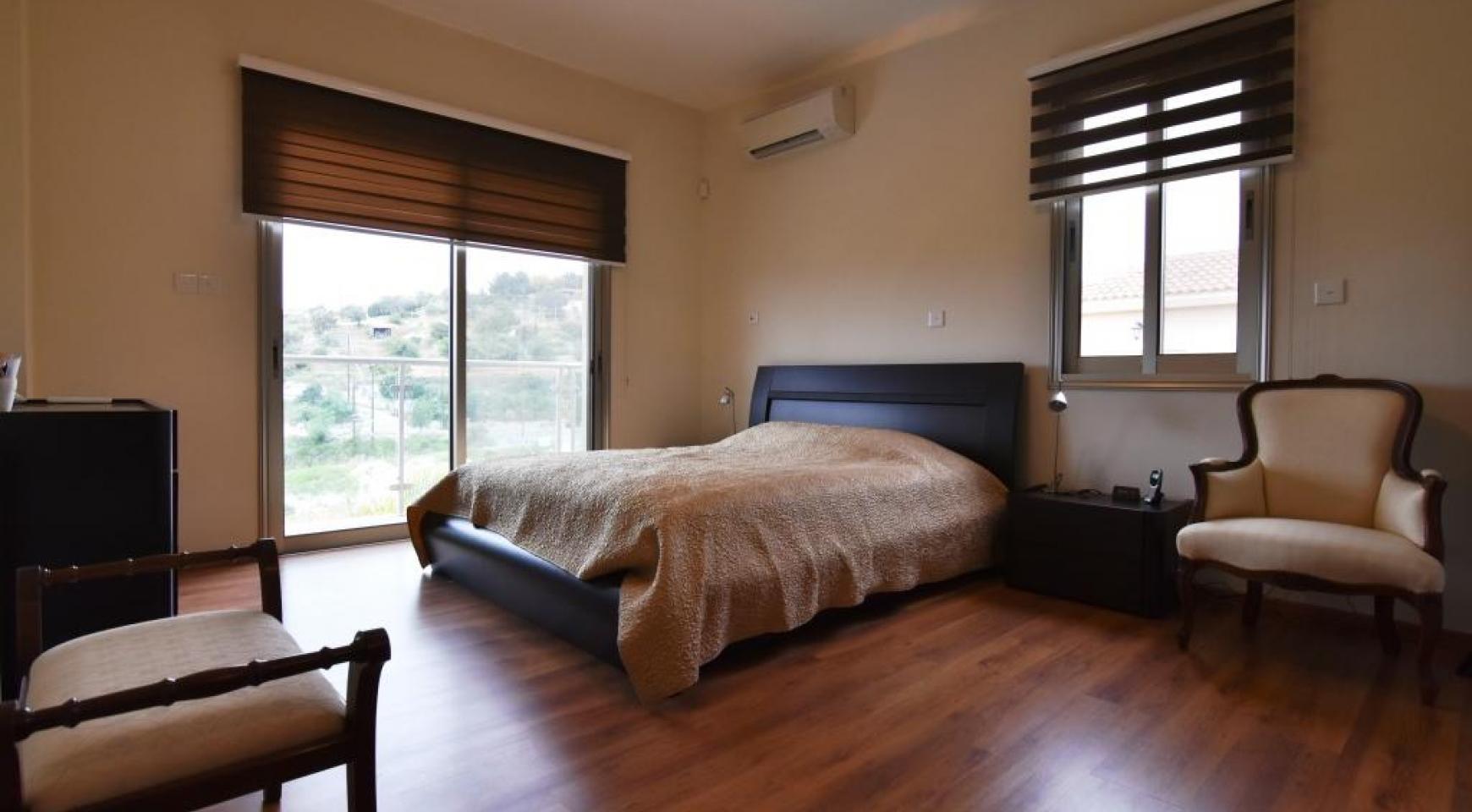 Роскошная 4-Спальная Вилла с Великолепными Видами на Горы и Море - 14