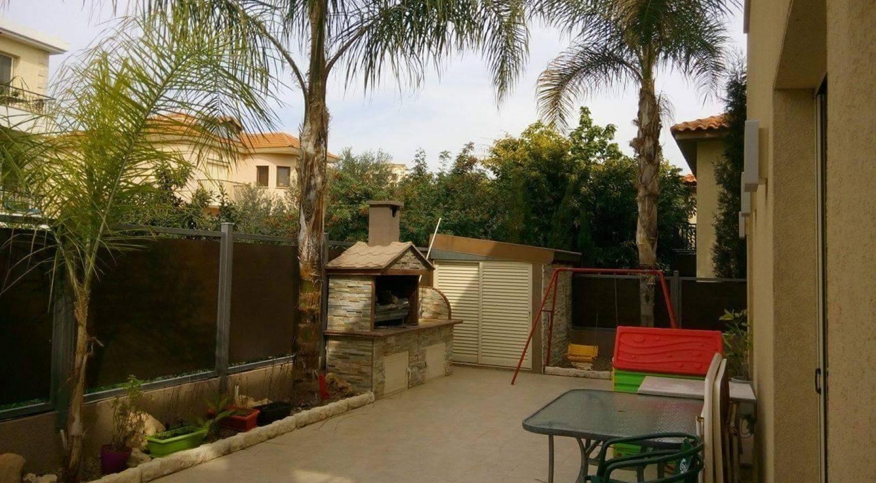 4-Спальный Дом в Районе Agios Athanasios - 8