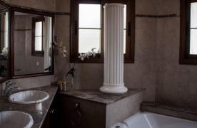 4-Спальная Вилла в Классическом Стиле с Видом на Море в Районе  Mesovounia - 32