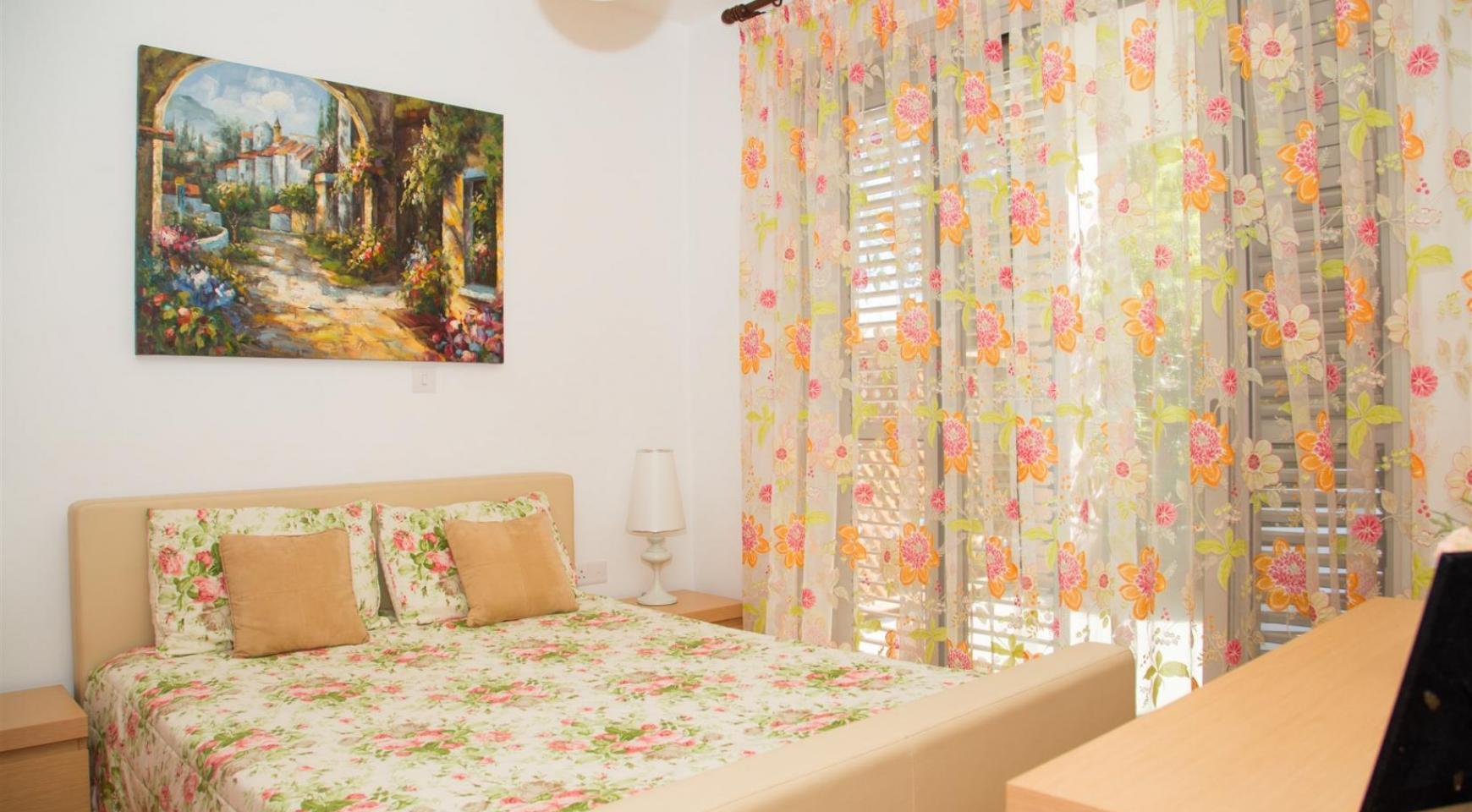 Красивая Двухуровневая 2-Спальная Квартира в Комплексе возле Моря - 9