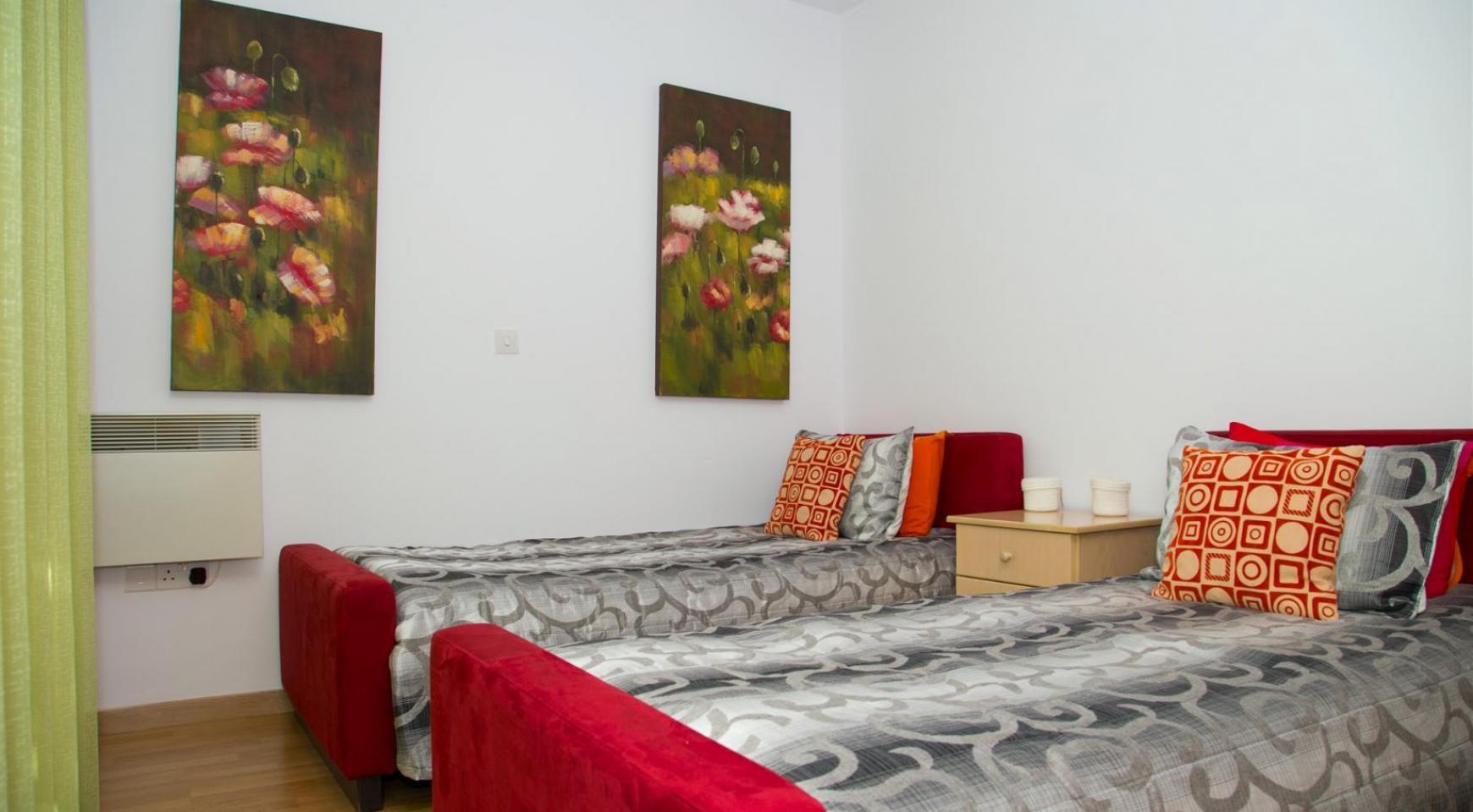 Красивая Двухуровневая 2-Спальная Квартира в Комплексе возле Моря - 13