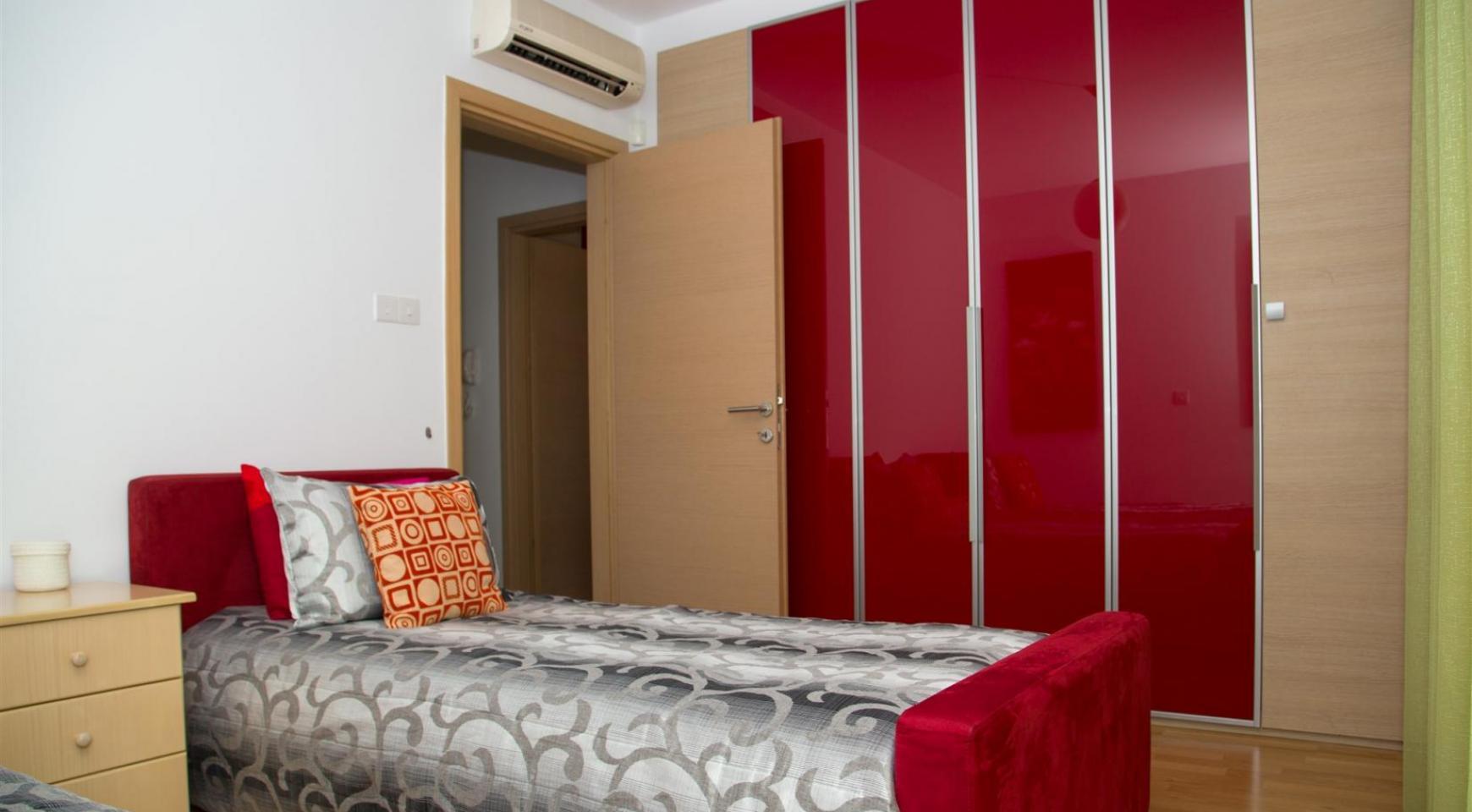 Красивая Двухуровневая 2-Спальная Квартира в Комплексе возле Моря - 11