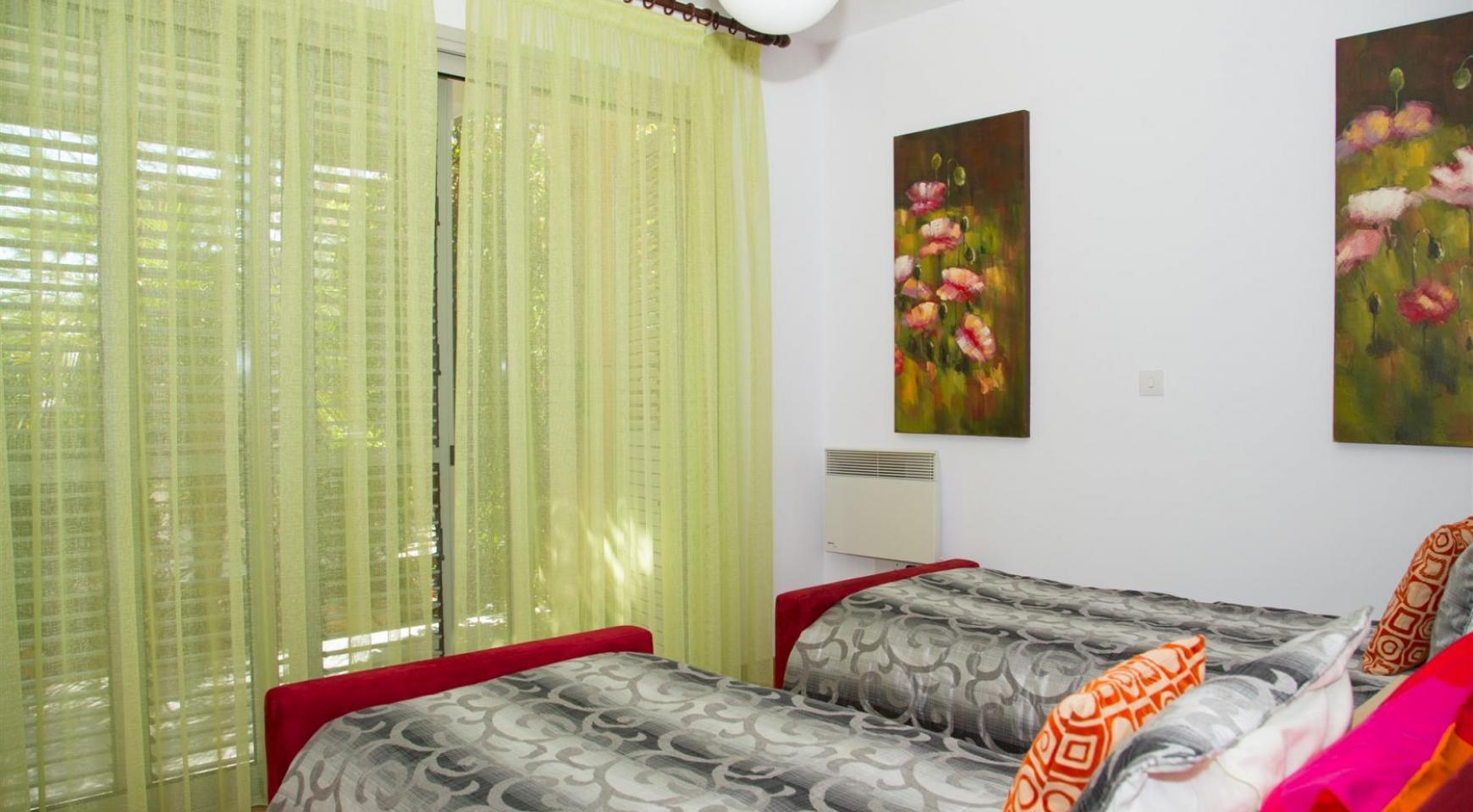 Красивая Двухуровневая 2-Спальная Квартира в Комплексе возле Моря - 12