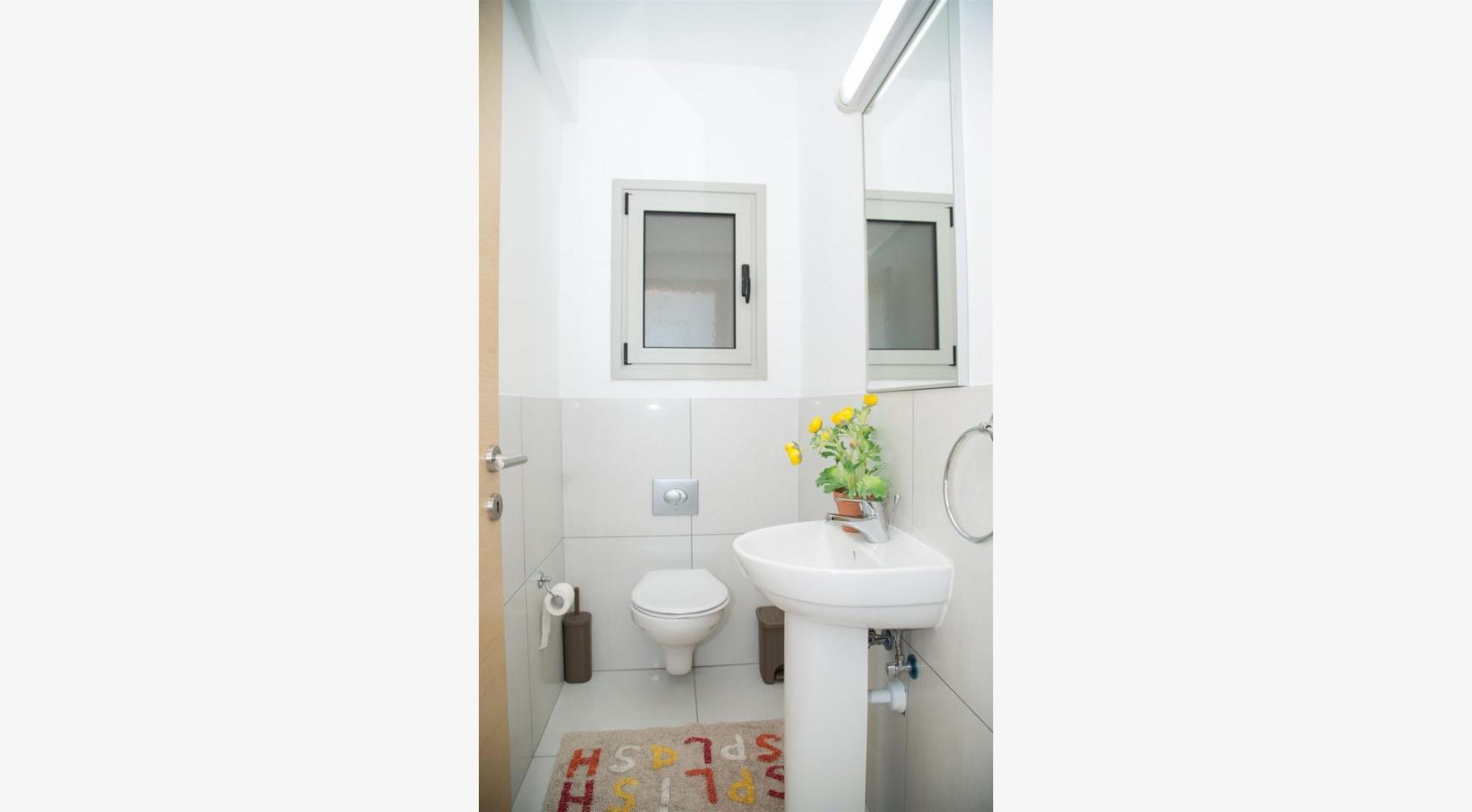 Красивая Двухуровневая 2-Спальная Квартира в Комплексе возле Моря - 16