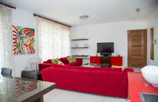 Красивая Двухуровневая 2-Спальная Квартира в Комплексе возле Моря