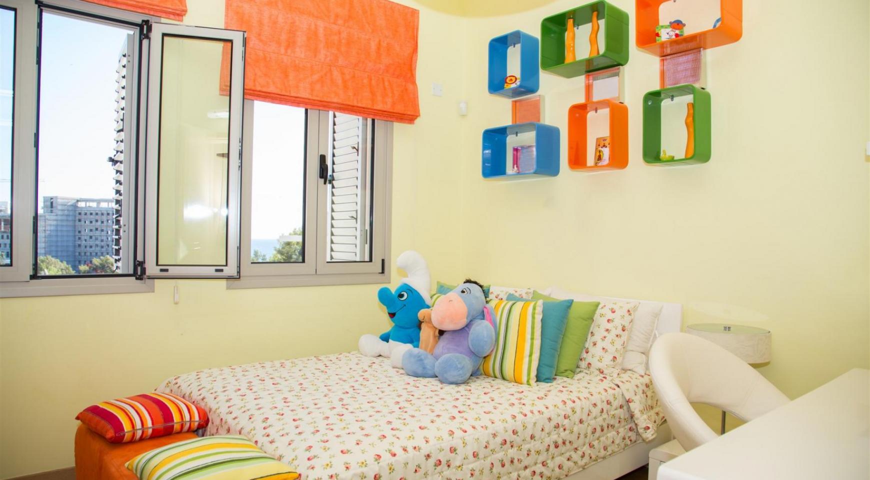 Элитная 4-Спальная Вилла в Комплексе рядом с Морем - 14