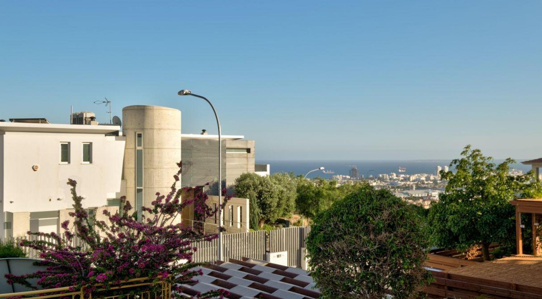 Уютная 4-Спальная Вилла с Изумительным Видом на Море и Город в Районе Germasogeia - 9