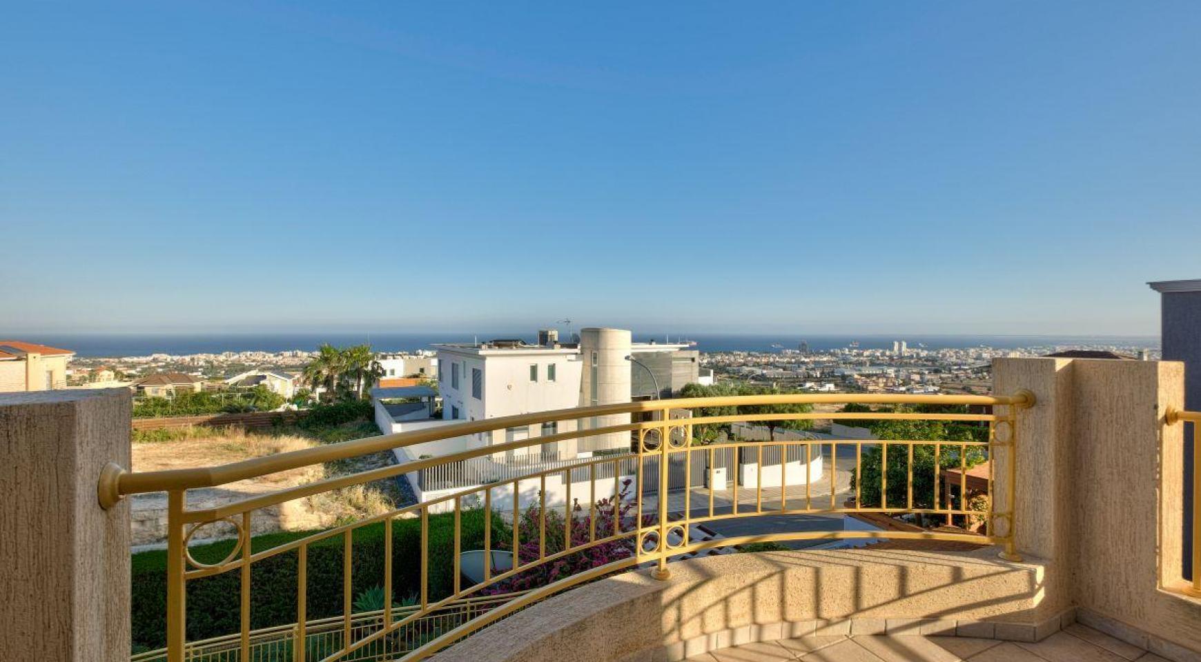 Уютная 4-Спальная Вилла с Изумительным Видом на Море и Город в Районе Germasogeia - 11