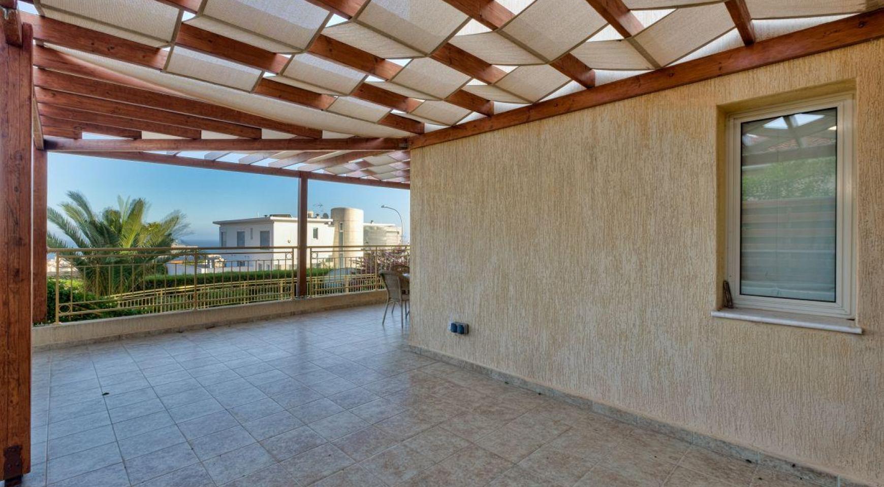 Уютная 4-Спальная Вилла с Изумительным Видом на Море и Город в Районе Germasogeia - 5