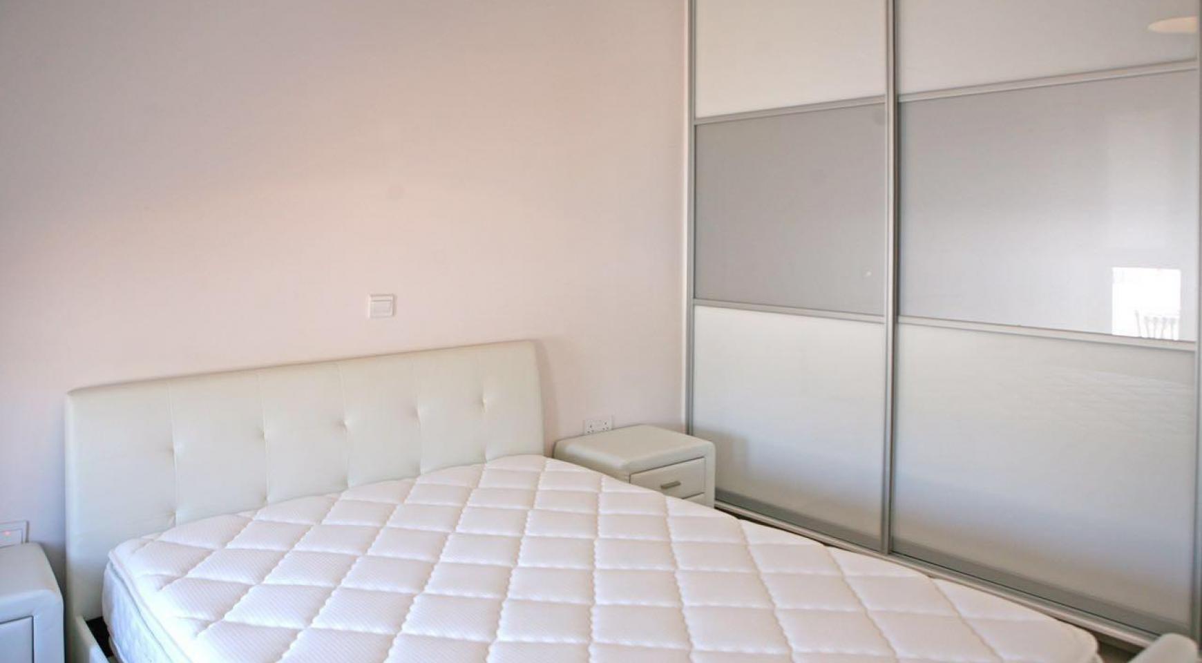 Новый Современный 3-Спальный Дом в Центре Города - 10