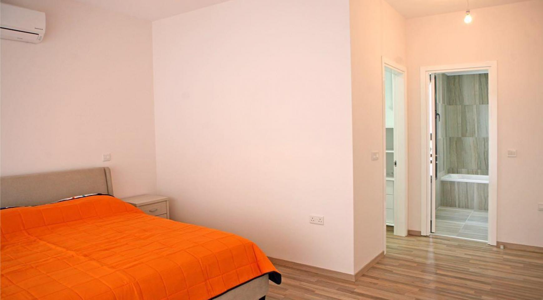 Новый Современный 3-Спальный Дом в Центре Города - 13