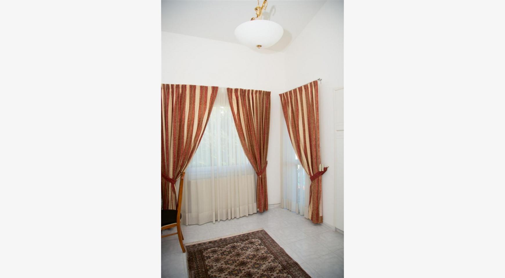 Просторный 5-Спальный Дом в Районе Агиос Атанасиос - 21