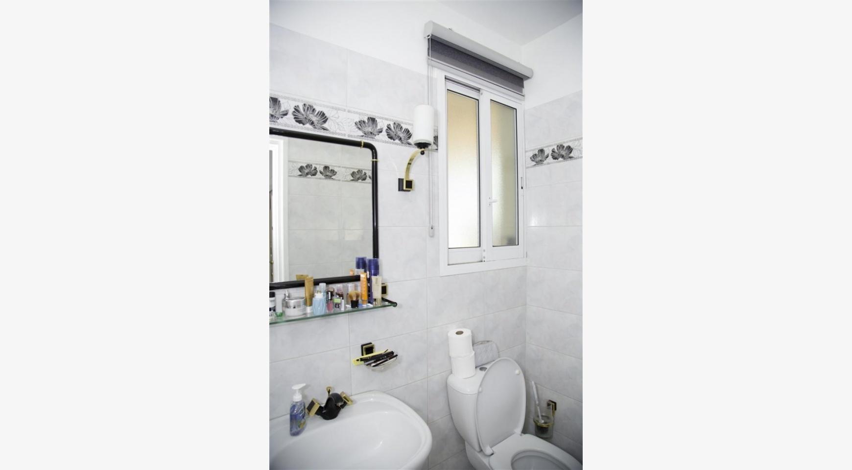 Просторный 5-Спальный Дом в Районе Агиос Атанасиос - 26