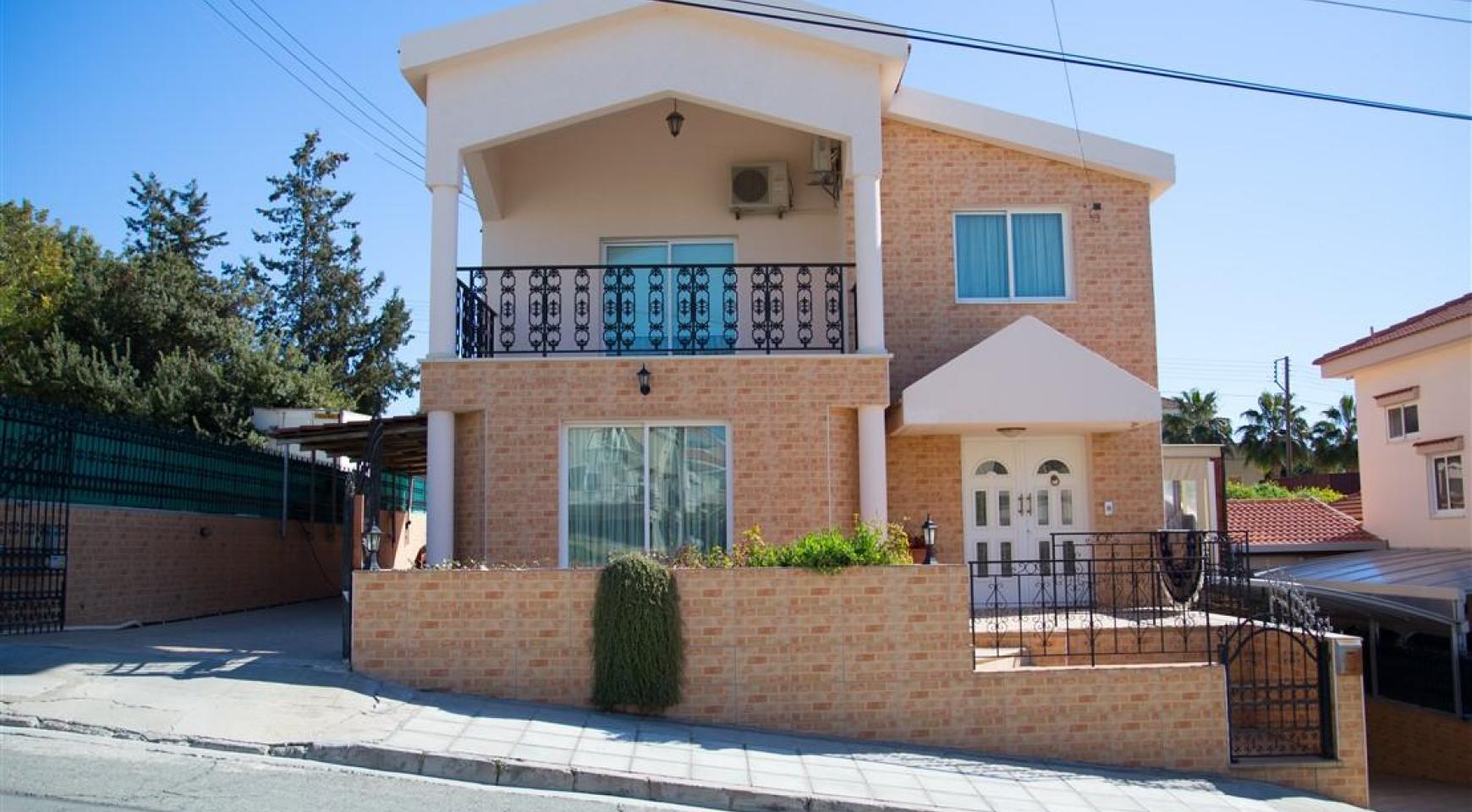 Просторный 5-Спальный Дом в Районе Агиос Атанасиос - 1