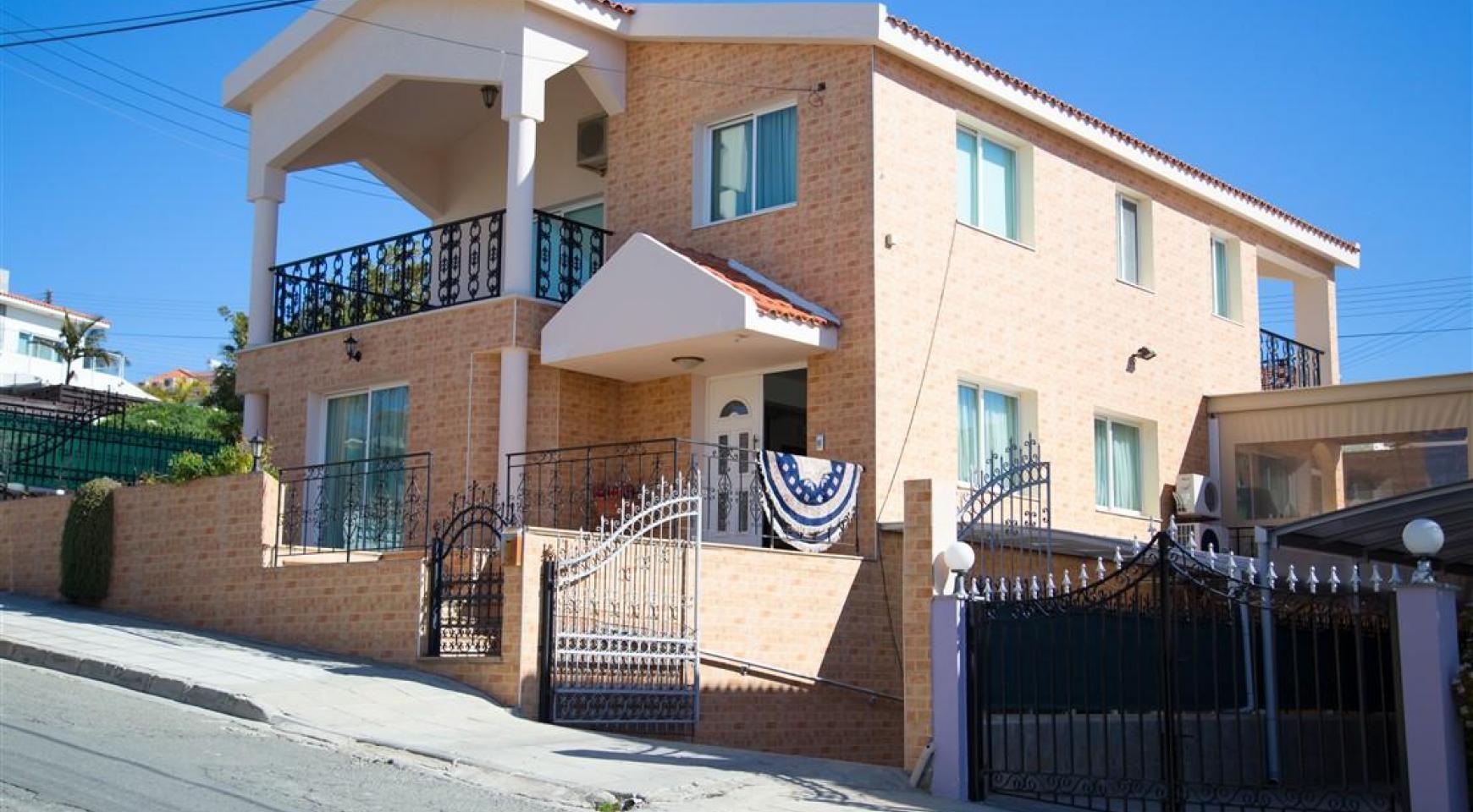 Просторный 5-Спальный Дом в Районе Агиос Атанасиос - 3