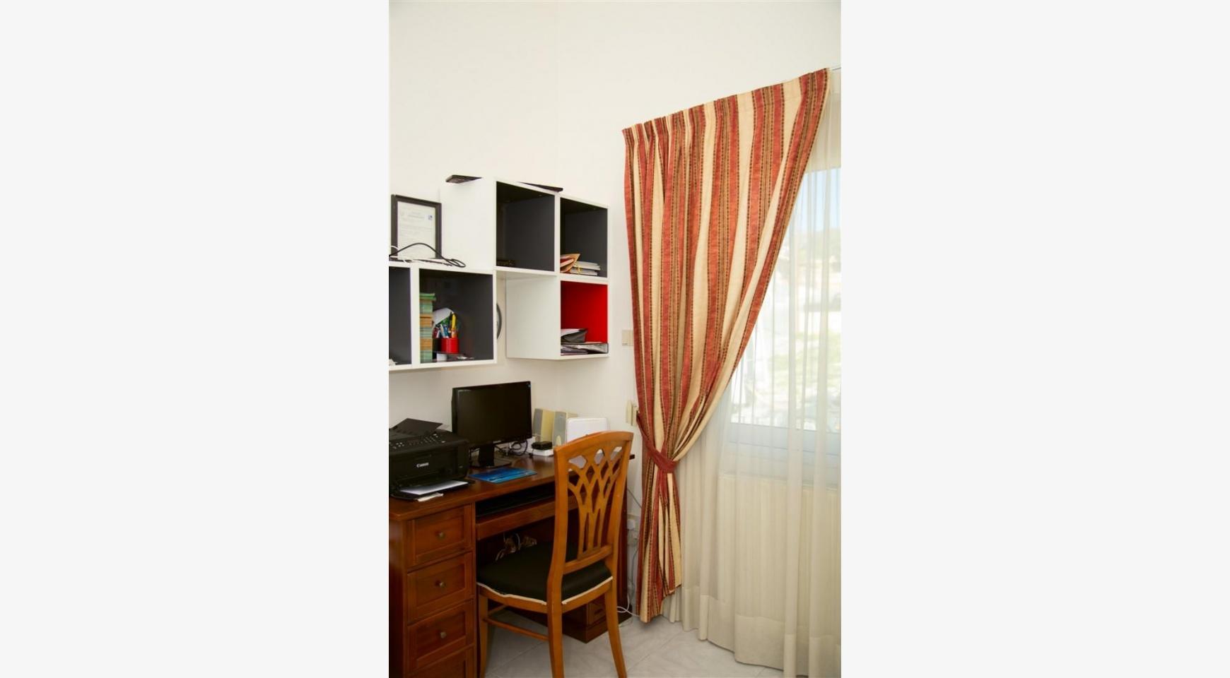 Просторный 5-Спальный Дом в Районе Агиос Атанасиос - 20