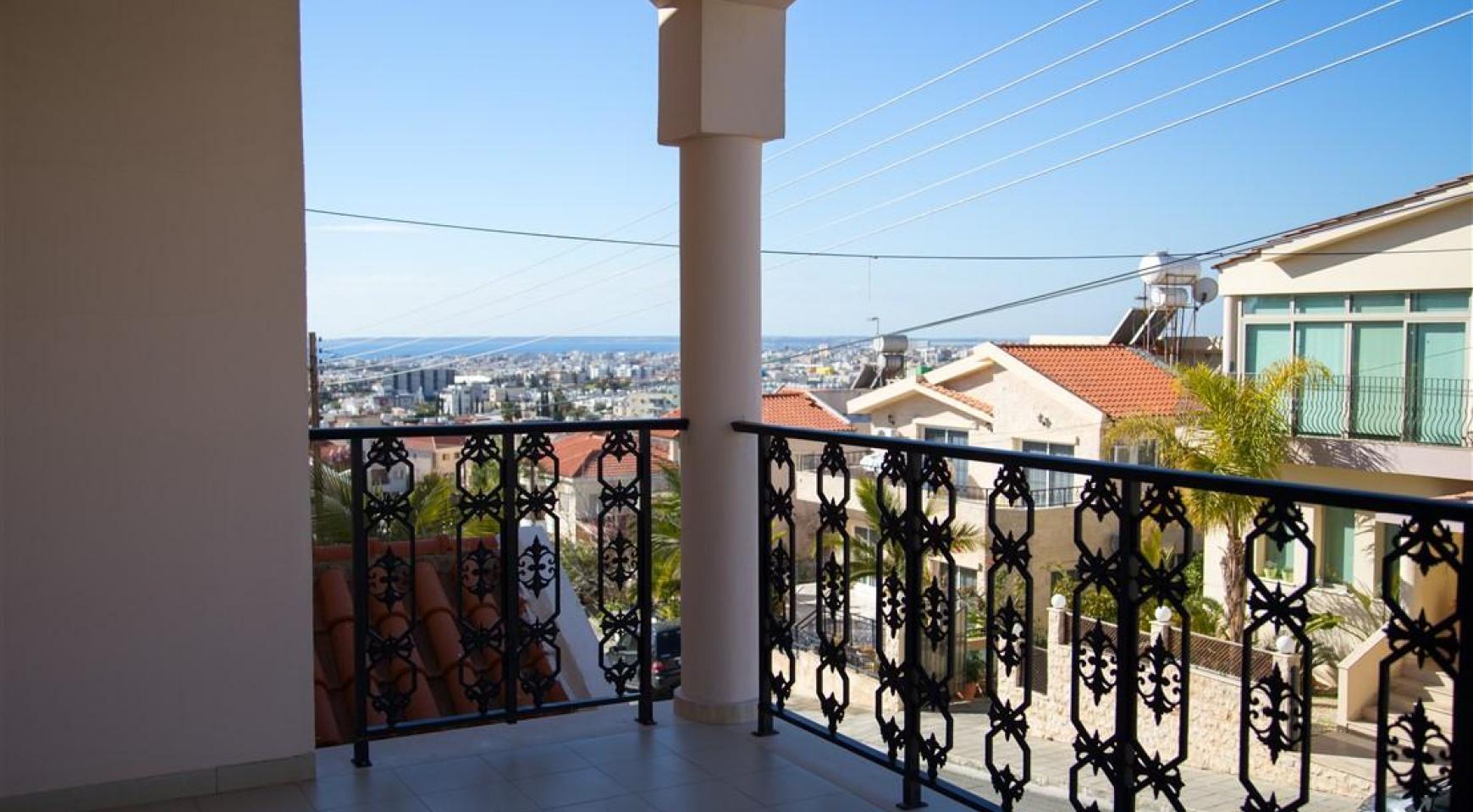Просторный 5-Спальный Дом в Районе Агиос Атанасиос - 2