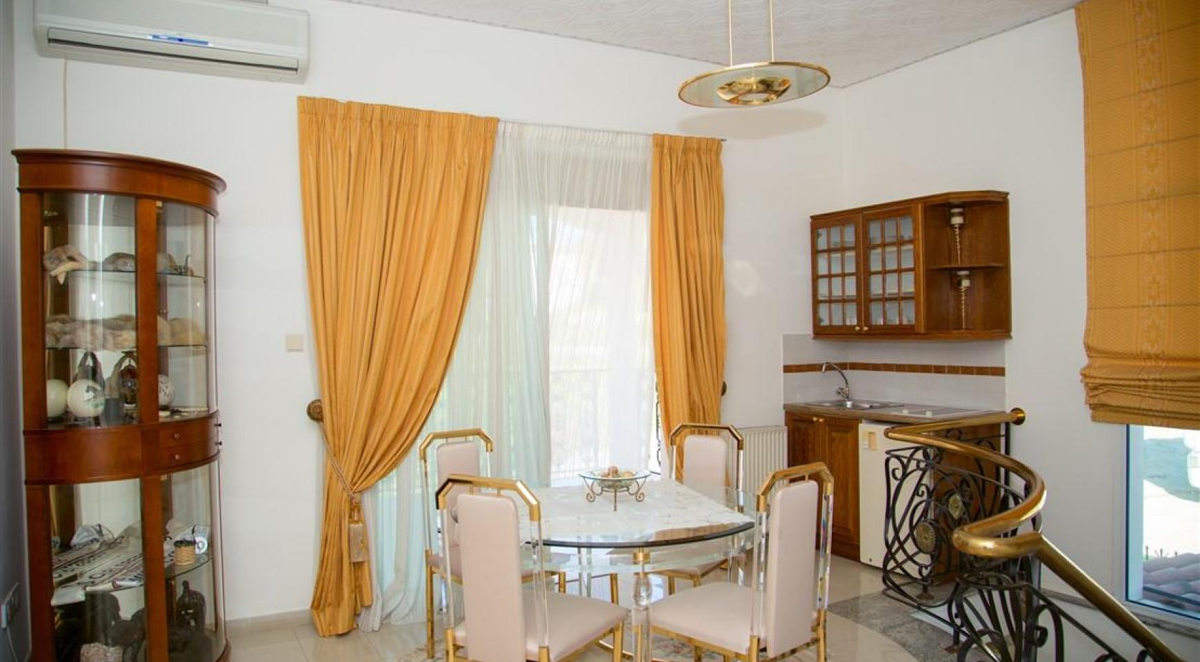 Просторный 5-Спальный Дом в Районе Агиос Атанасиос - 15