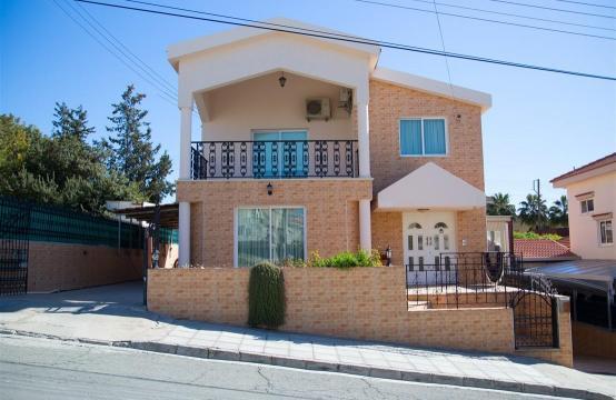 Просторный 5-Спальный Дом в Районе Агиос Атанасиос