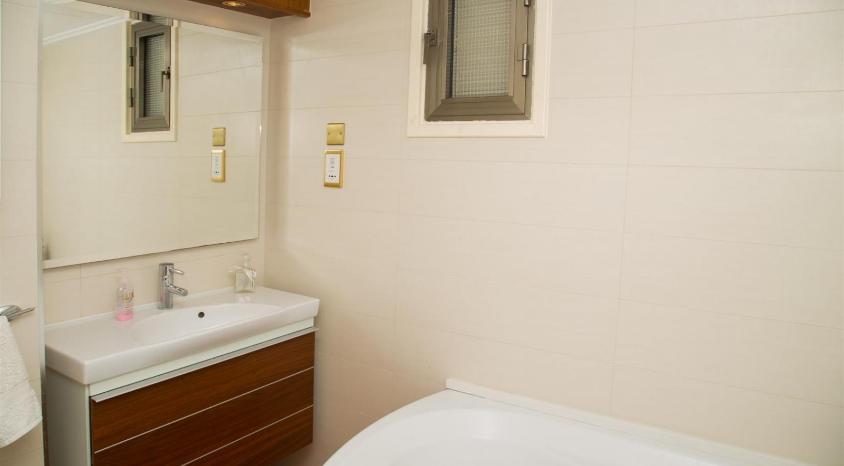 Современная 3-Спальная Квартира Категории Люкс на Берегу Моря в Комплексе Thera   - 29