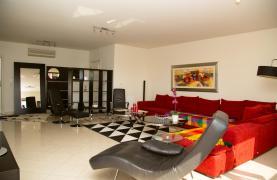 Современная 3-Спальная Квартира возле Моря в Районе  Enaerios - 32