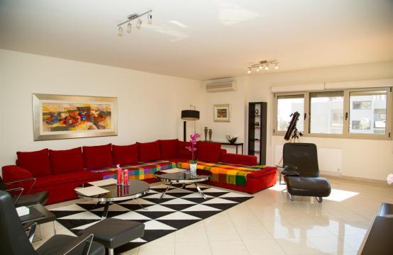 Современная 3-Спальная Квартира возле Моря в Районе  Enaerios
