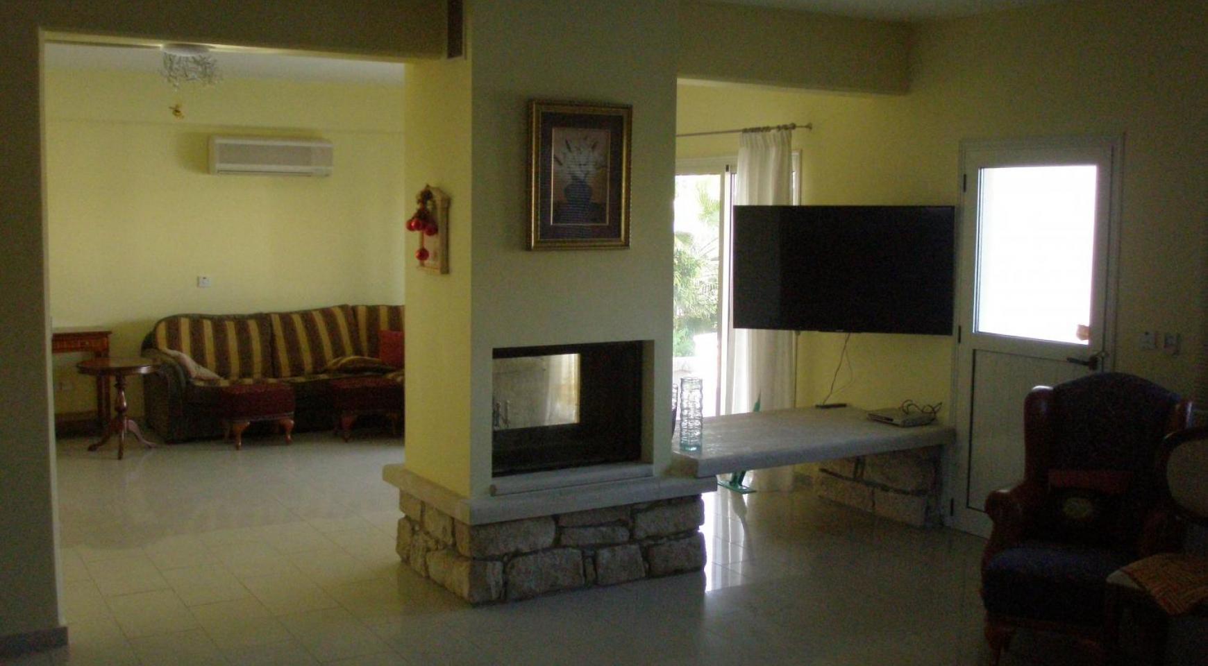 Просторная 5-Спальная Вилла с Изумительными Видами в Районе Pyrgos - 14