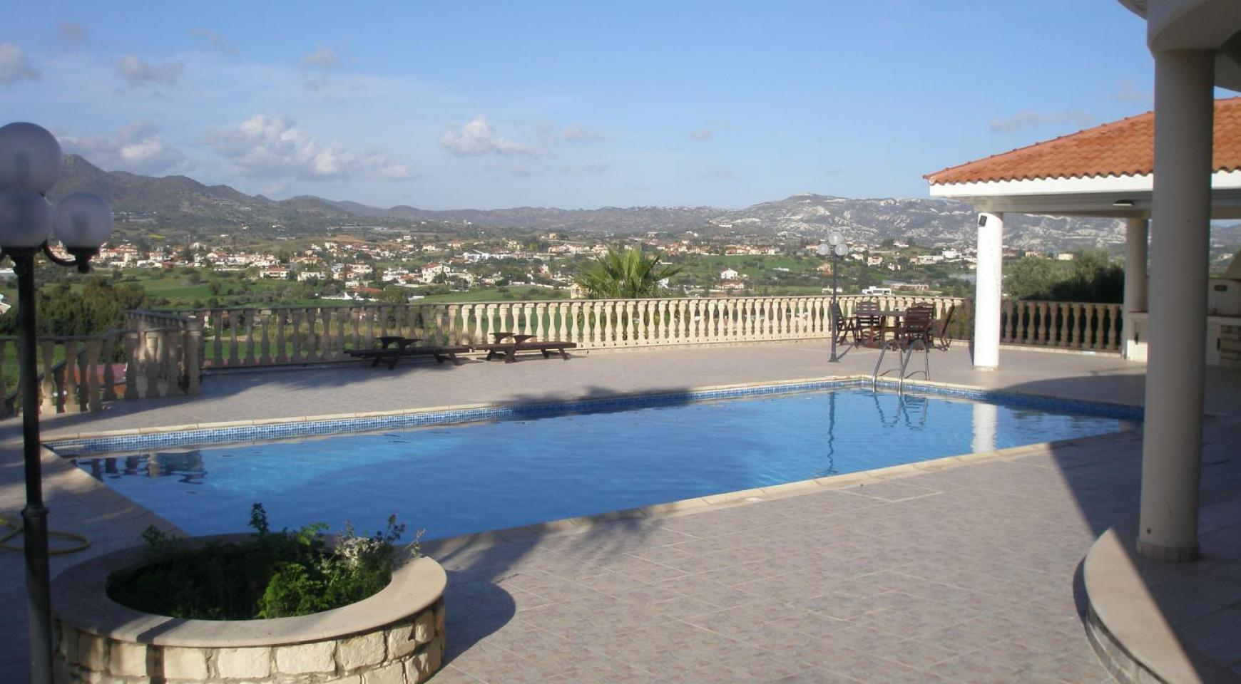 Просторная 5-Спальная Вилла с Изумительными Видами в Районе Pyrgos - 1