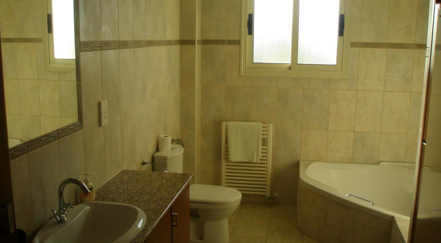 Просторная 5-Спальная Вилла с Изумительными Видами в Районе Pyrgos - 27