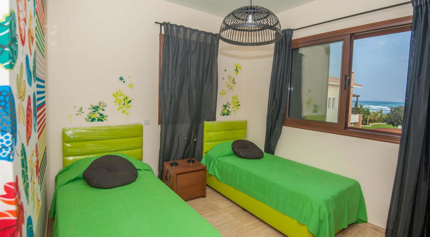 Новая 4-Спальная Вилла на Берегу Моря в Районе Ayia Thekla - 12