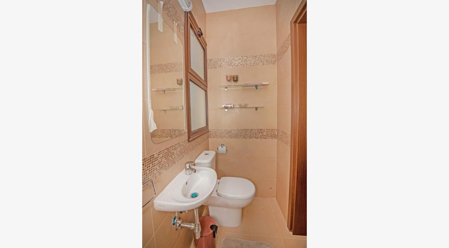 Новая 4-Спальная Вилла на Берегу Моря в Районе Ayia Thekla - 13