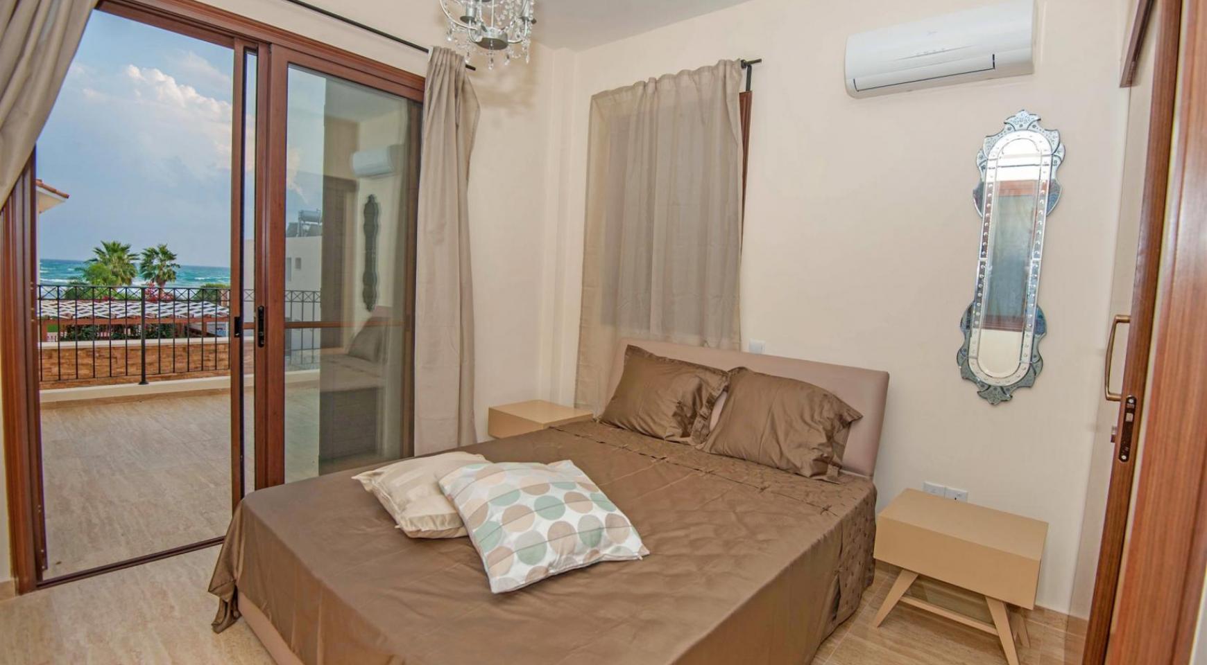 Новая 4-Спальная Вилла на Берегу Моря в Районе Ayia Thekla - 11