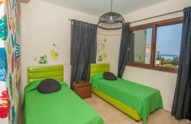 Новая 4-Спальная Вилла на Берегу Моря в Районе Ayia Thekla - 32