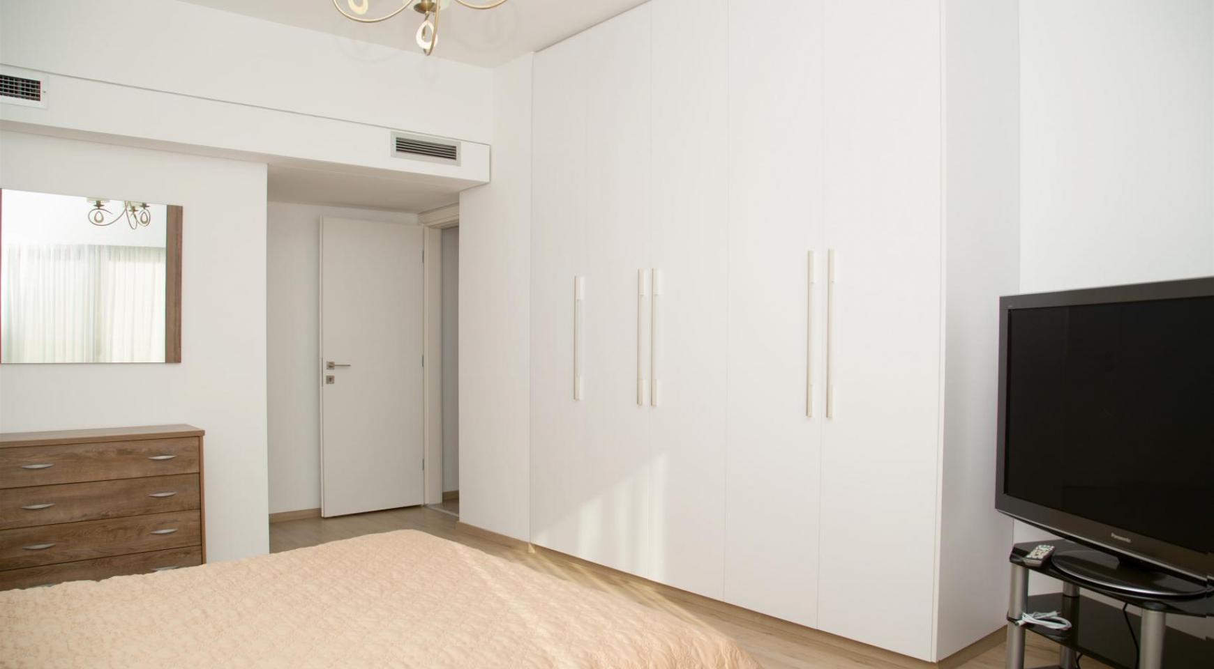 Полностью Отремонтированная 3-Спальная Квартира Класса Люкс на Первой Линии от Моря - 17