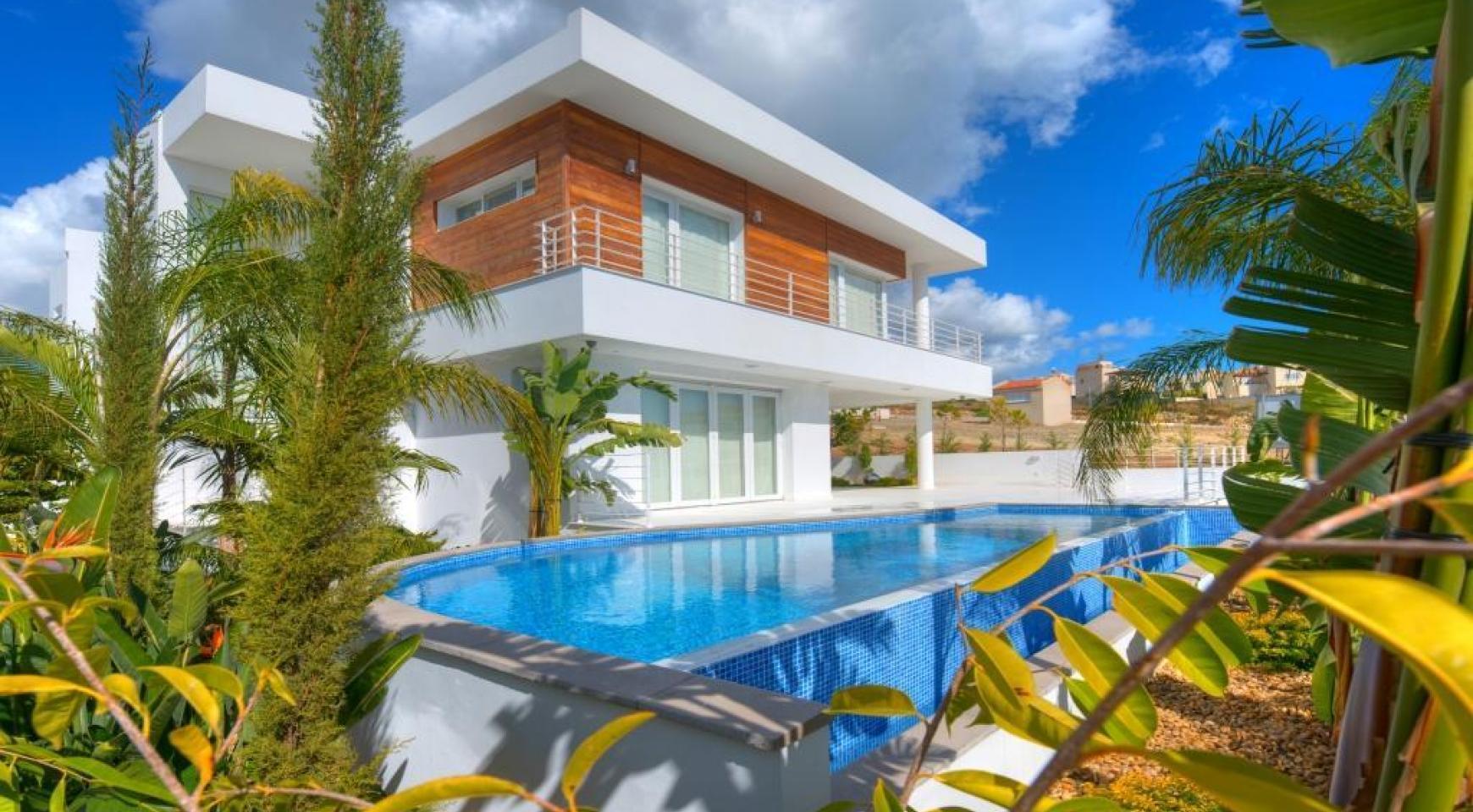 Современная 4-Спальная Вилла с Видом на Море в Районе Agios Tychonas - 1